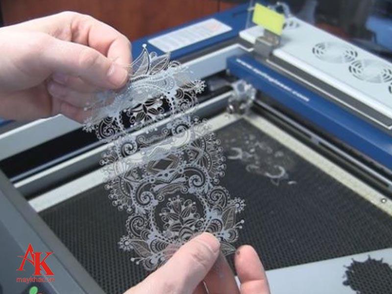 Sử dụng máy khắc vải laser 3020 cho các mẫu vải có kích thước nhỏ