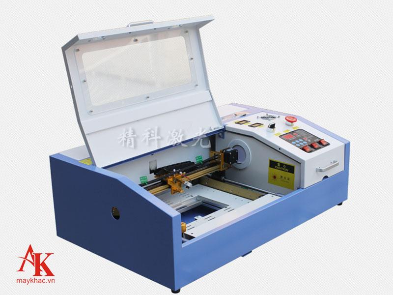 Máy khắc laser 3020 được sử dụng phổ biến ở nhiều cơ sở sản xuất nhỏ lẻ.