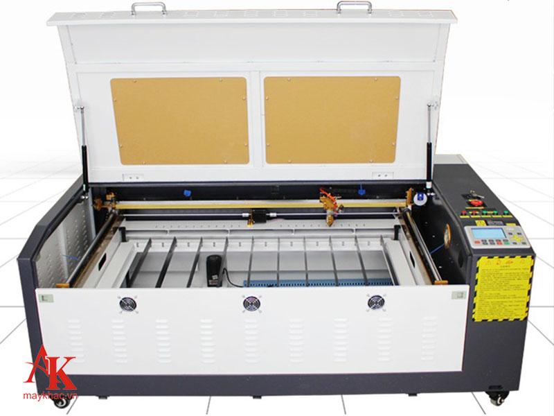 Máy khắc laser 9060 là thiết bị được ứng dụng nhiều trong các nhà máy nhờ sở hữu nhiều điểm mạnh ưu việt.