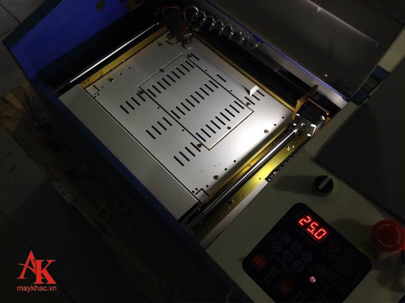 Nhiệt độ của máy được hiển thị rõ ràng, giúp khách hàng dễ dàng kiểm soát
