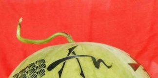 Dưa hấu được khắc bằng máy khắc An Khánh