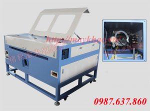 may-laser-khac-hoa-van-tren-go-1390