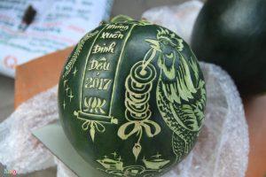 Dưa hấu được khắc bằng máy khắc laser hoa quả