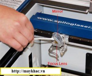 Cách vệ sinh đầu máy khắc laser