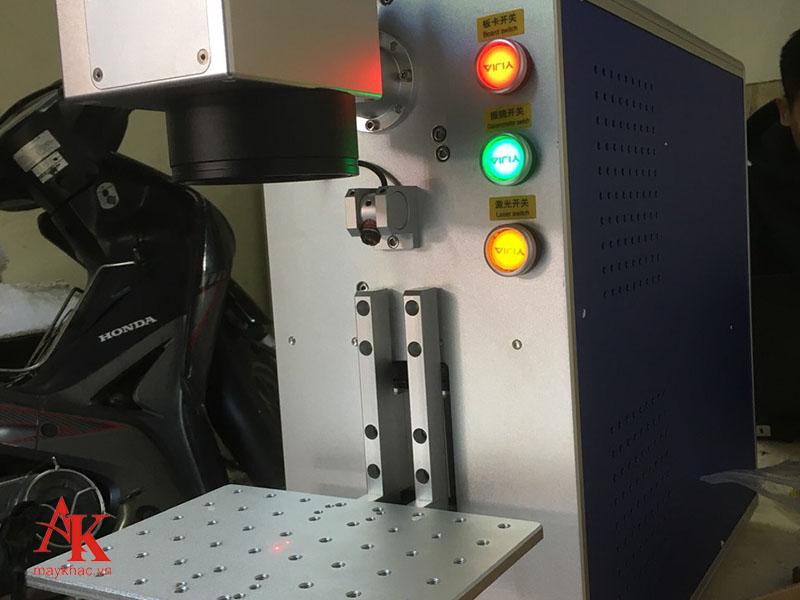 Máy khắc laser form 5 tiện lợi uy tín