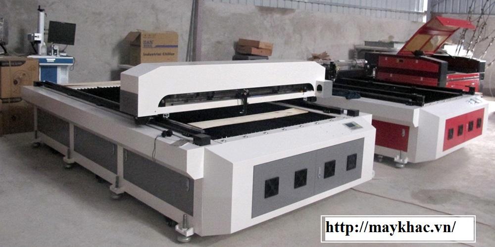 Máy cắt vải tự động khổ lớn 130x250cm