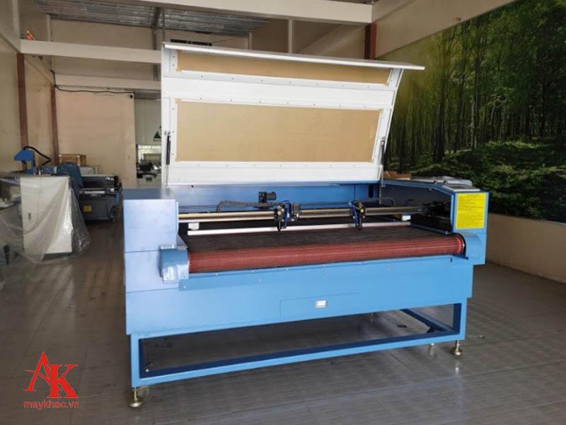 Máy khắc laser 1810 được ứng dụng trong nhiều ngành công nghiệp hiện nay tại Việt Nam.