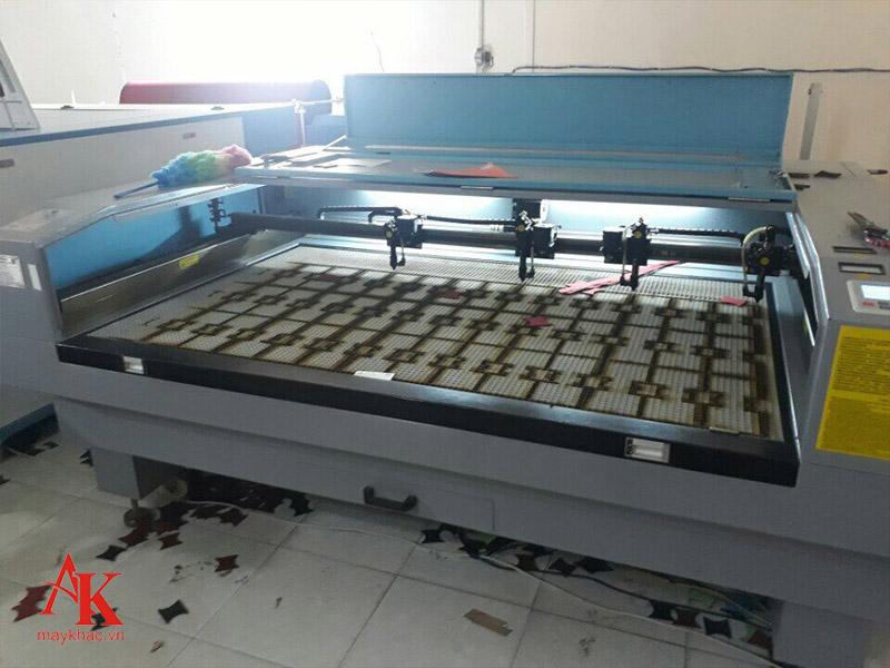 Máy cắt laser 1610 – máy cắt vải tự lên vật liệu uy tín