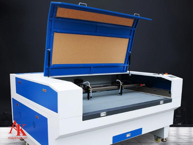 Máy khắc laser 1390 được ứng dụng trong nhiều ngành công nghiệp hiện nay tại các nhà máy lớn