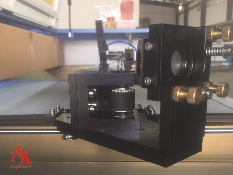 Thiết kế máy tiêu chuẩn theo chuẩn quốc tế hỗ trợ tốt công việc khắc cắt trên nhiều sản phẩm.