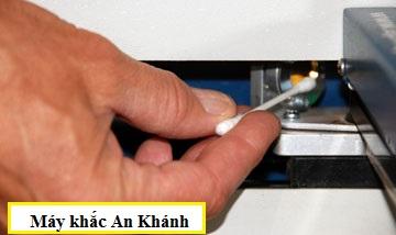 Hướng dẫn cách vệ sinh đầu khắc laser đúng cách
