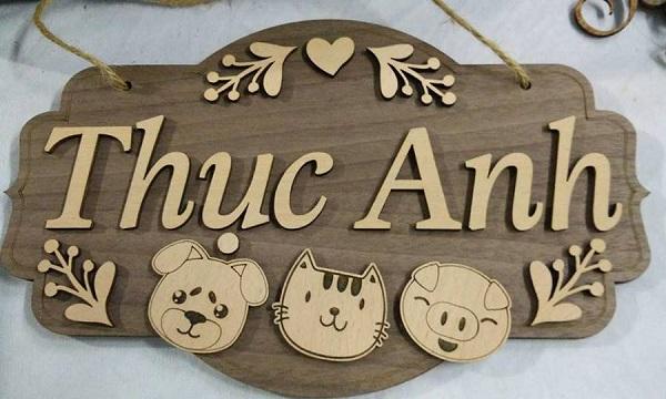 Máy khắc gỗ làm biển bảng gỗ tên shop ấn tượng