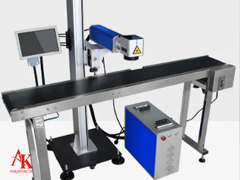 Máy khắc sử dụng công nghệ laser fiber được xem là thiết bị tối ưu nhất để khắc kim loại