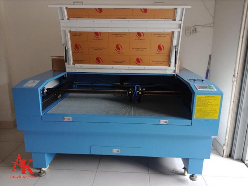 Máy khắc laser 1390 được ứng dụng trong nhiều ngành công nghiệp nhất là tại các nhà máy lớn hiện nay.
